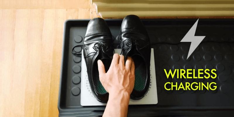 靴ごと自動充電可能
